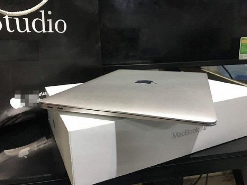 Đòi mua son MAC, cô gái được bạn trai tậu hẳn Macbook về làm quà khiến dân mạng trầm trồ vì quá hời-3