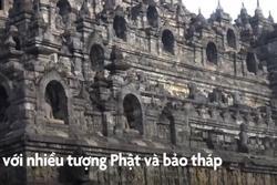 Ngôi đền được xây dựng bằng đá núi lửa ở Indonesia