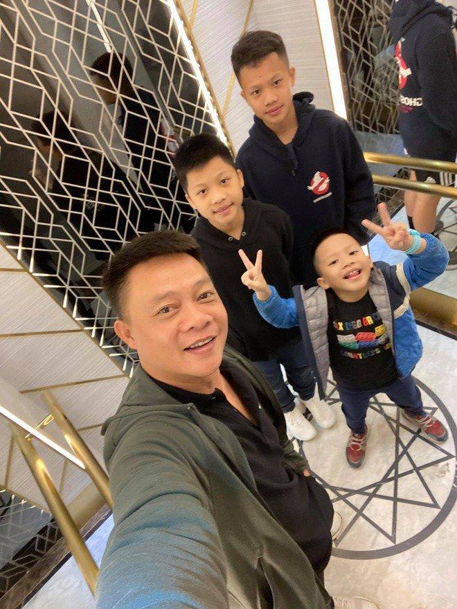 2 nam MC đình đám trên sóng VTV một thời, giờ là ông bố của 3-4 đứa con-2