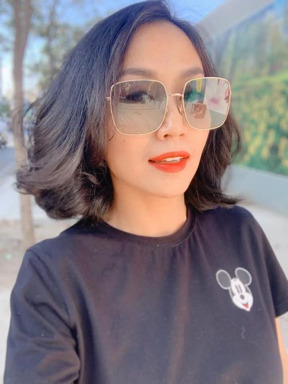 Cắt tóc ngang vai, Ốc Thanh Vân được con nhận xét giống Bạch Tuyết phiên bản bị phơi nắng-3
