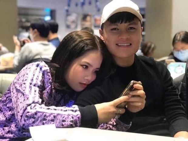 Lộ ảnh tình cảm với bạn gái mới, Quang Hải cứ than cô đơn còn đòi Đức Chinh tặng quà dịp Valentine-1