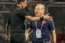 HLV Park Hang Seo nói về án phạt cấm chỉ đạo: 'Trình độ tiếng Anh của tôi không đủ để xúc phạm trọng tài'