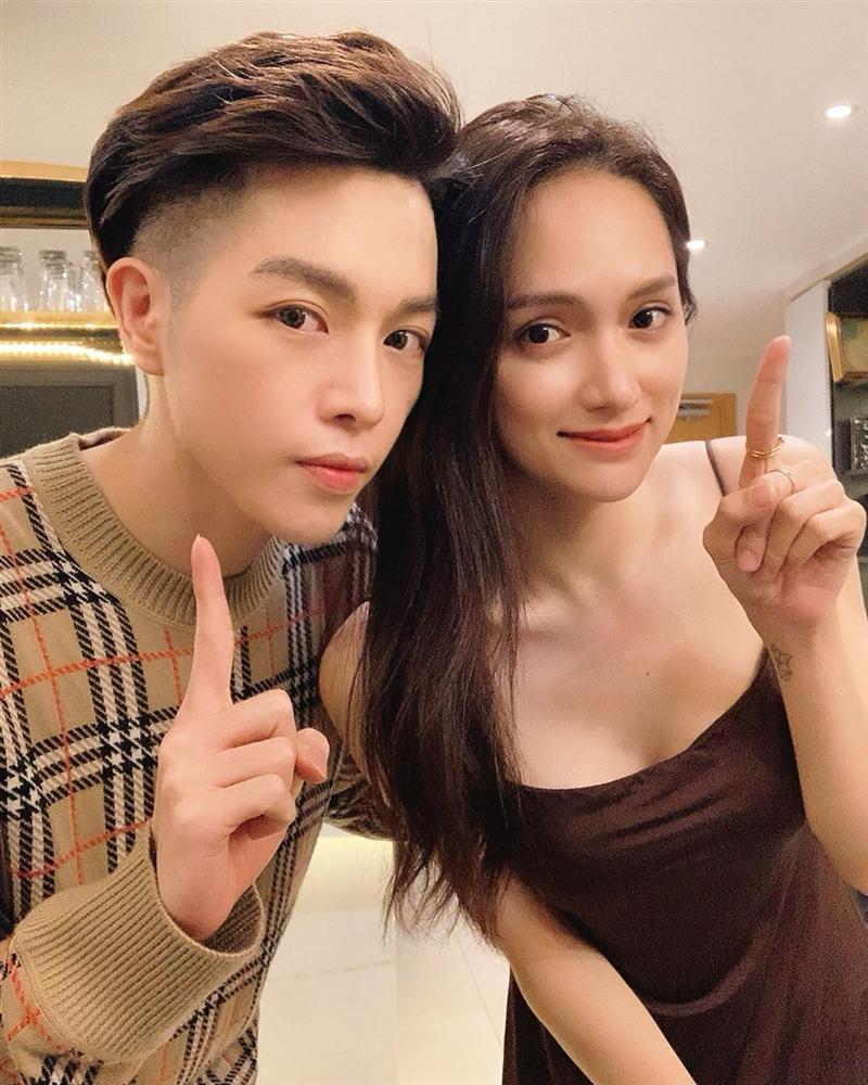 Chụp hình cùng Hương Giang, mặt Đức Phúc nhọn hoắt vượt cả tầm V-line hơn hoa hậu-1
