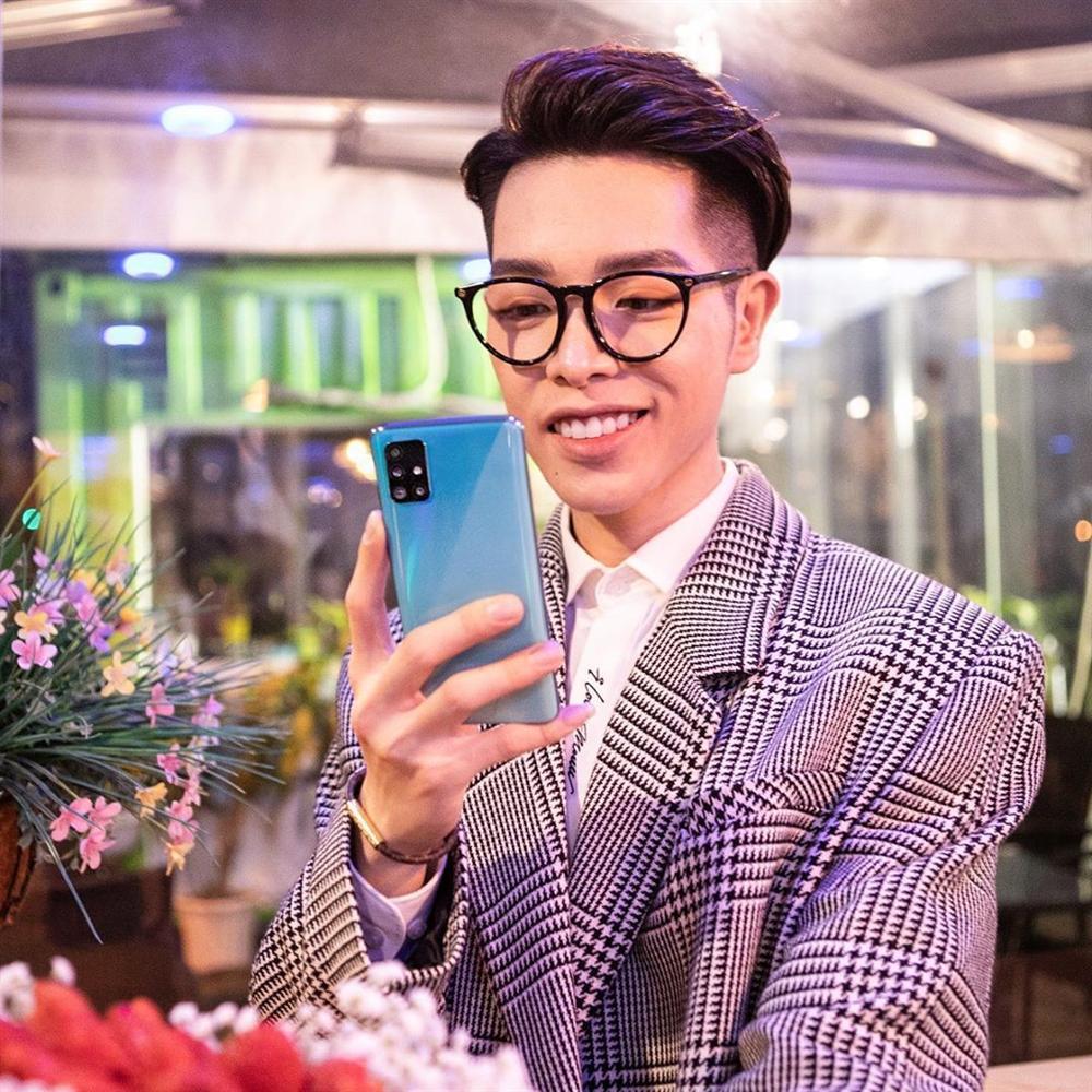 Chụp hình cùng Hương Giang, mặt Đức Phúc nhọn hoắt vượt cả tầm V-line hơn hoa hậu-4
