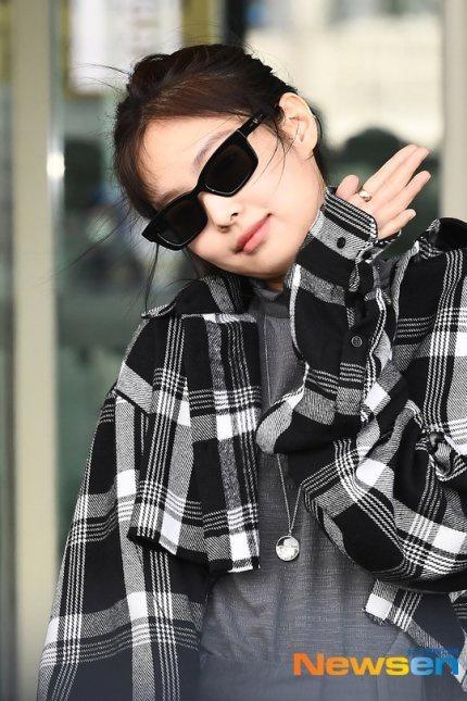 Jennie (Black Pink) mặc khí chất ở đời thường-3