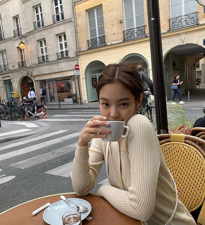 Jennie (Black Pink) mặc khí chất ở đời thường-4