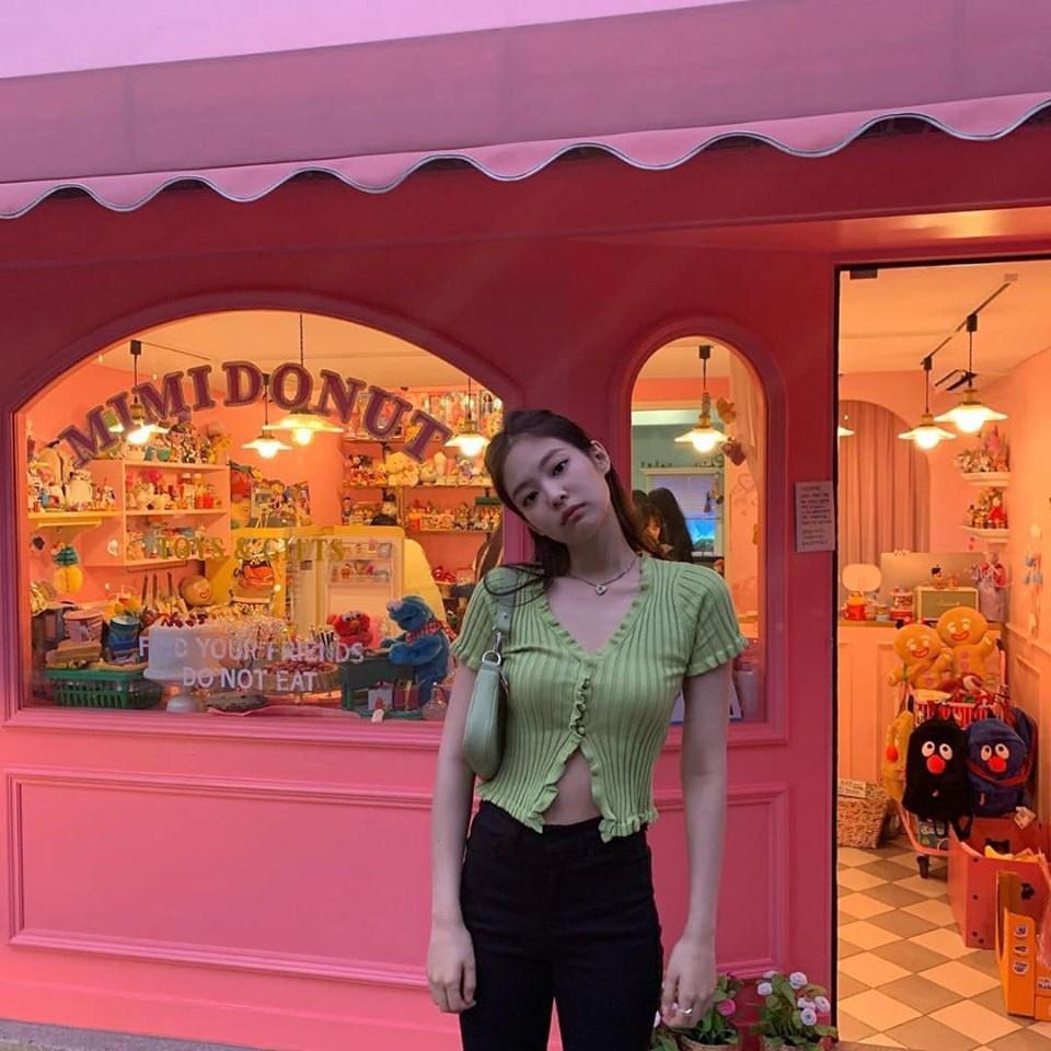 Jennie (Black Pink) mặc khí chất ở đời thường-7