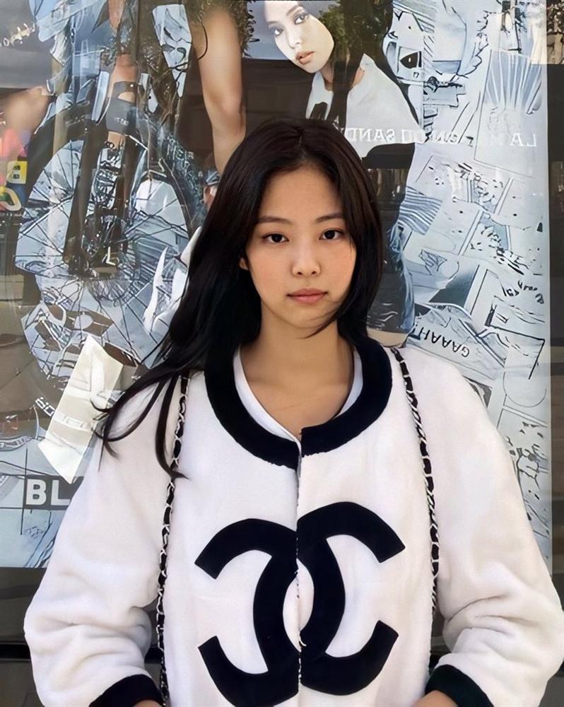Jennie (Black Pink) mặc khí chất ở đời thường-9