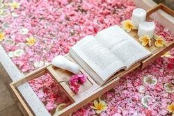 Những bồn tắm hoa lãng mạn tốn 3 giờ chuẩn bị ở Bali