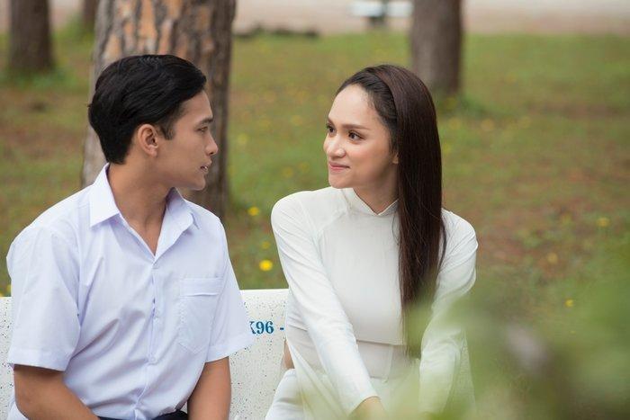 Người hâm mộ Hương Giang bỗng dưng kéo nhau công kích trang cá nhân của Phillip Thinroj vì…-5