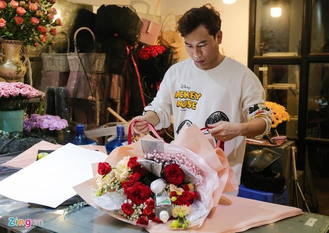 Bó hoa làm từ khẩu trang, nước rửa tay hơn 500.000 đồng mùa Valentine-2