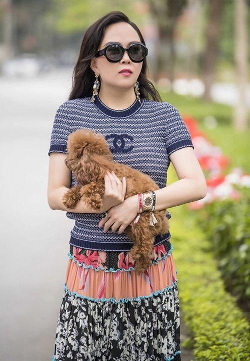 Hàng trăm lần mix hàng hiệu lạc quẻ, hình như Phượng Chanel có thù truyền kiếp với chân váy?-1
