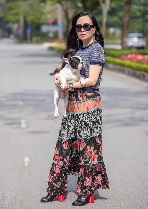 Hàng trăm lần mix hàng hiệu lạc quẻ, hình như Phượng Chanel có thù truyền kiếp với chân váy?-2