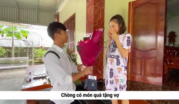 Tưởng chồng vô tâm, ai ngờ vợ Phan Văn Đức nhận cú lừa thế kỷ ngày Valentine-1