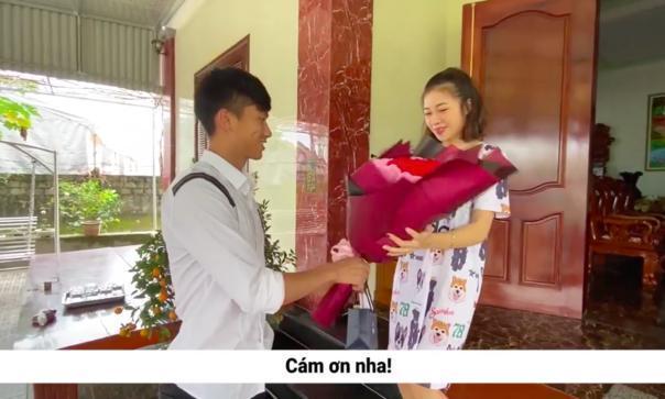 Tưởng chồng vô tâm, ai ngờ vợ Phan Văn Đức nhận cú lừa thế kỷ ngày Valentine-2