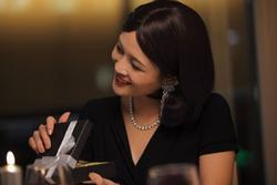 Chồng tặng bồ váy hiệu nhân ngày Valentine, vợ 'chơi chiêu' khiến anh ta xanh mặt