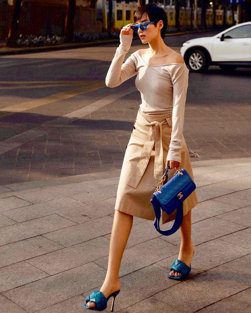 Phương Mỹ Chi lên đồ sành điệu chẳng kém fashionista - Thiều Bảo Trâm lăng-xê sắc xanh neon chói chang-2