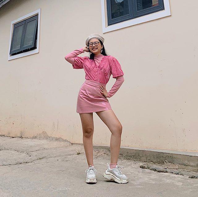 Phương Mỹ Chi lên đồ sành điệu chẳng kém fashionista - Thiều Bảo Trâm lăng-xê sắc xanh neon chói chang-3