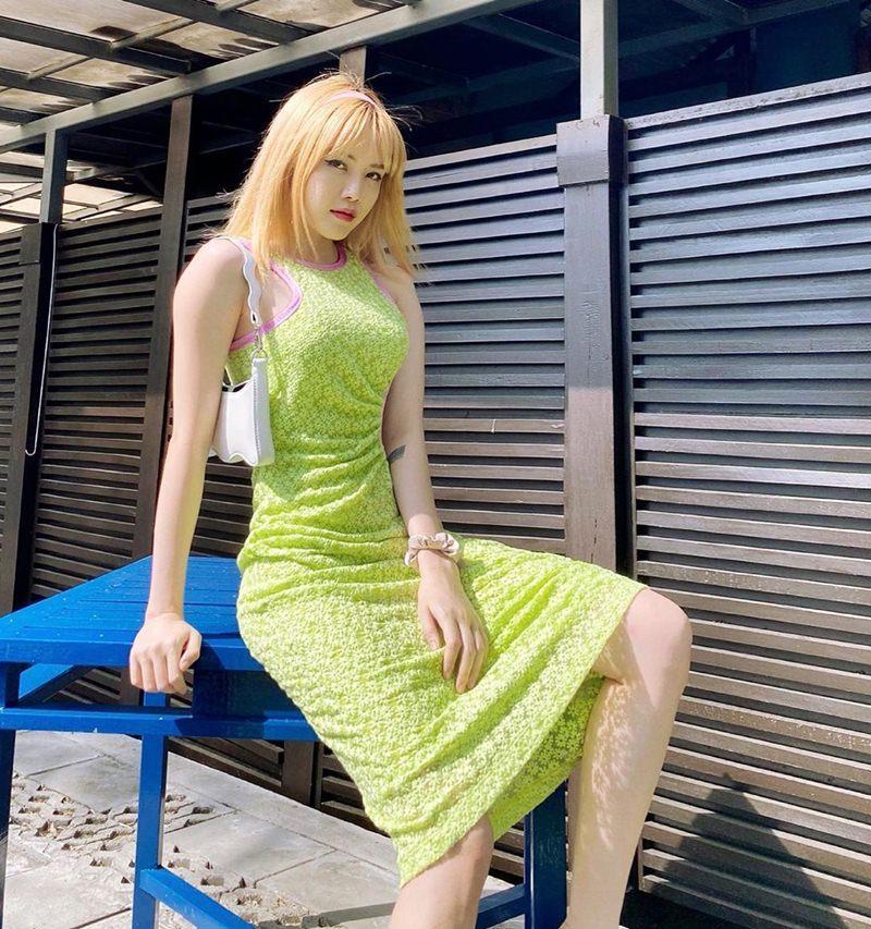 Phương Mỹ Chi lên đồ sành điệu chẳng kém fashionista - Thiều Bảo Trâm lăng-xê sắc xanh neon chói chang-8