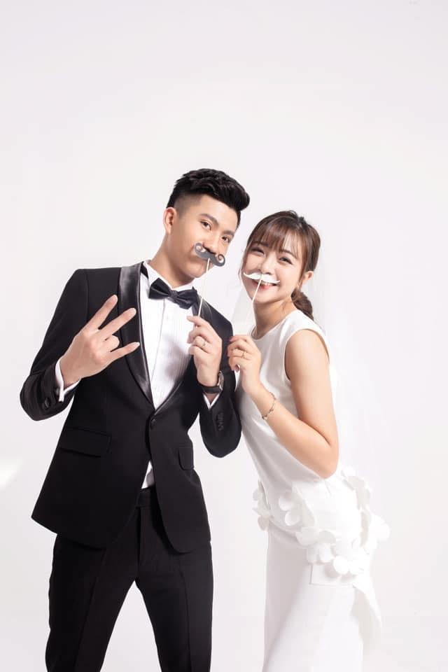 Vợ Phan Văn Đức lộ dáng đi đến cách ăn mặc chuẩn bà bầu chỉ sau nửa tháng kết hôn-4
