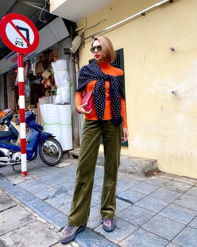 Street style: Hari Won, Trấn Thành lên đồ đồng điệu Valentine - Thanh Hằng nữ tính bất ngờ-7