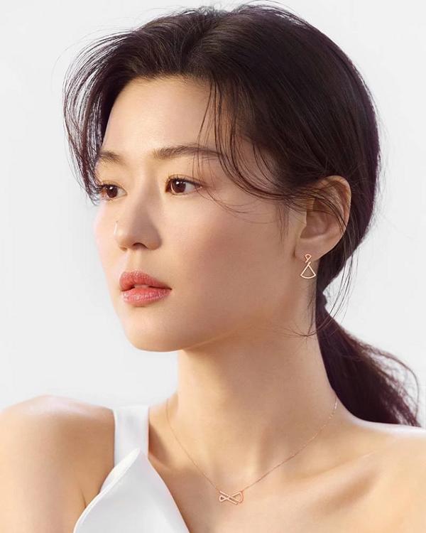 Cư dân mạng điên đảo trước nhan sắc xinh đẹp của mợ chảnh Jun Ji Huyn trong chiến dịch thời trang mới-1