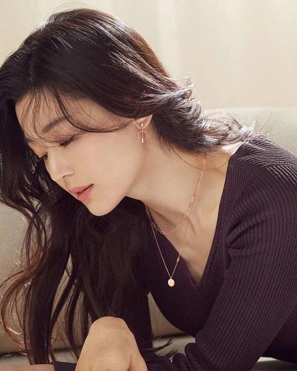 Cư dân mạng điên đảo trước nhan sắc xinh đẹp của mợ chảnh Jun Ji Huyn trong chiến dịch thời trang mới-4