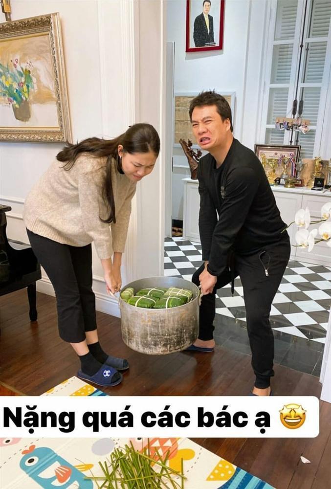 Bóc quà Valentine của Á hậu Thanh Tú, chồng đại gia bất ngờ với món đồ bé tẹo-8