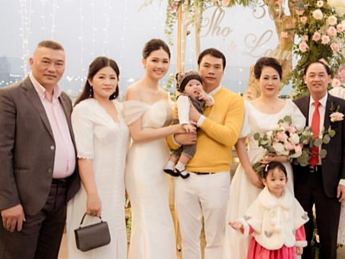 Bóc quà Valentine của Á hậu Thanh Tú, chồng đại gia bất ngờ với món đồ bé tẹo-7