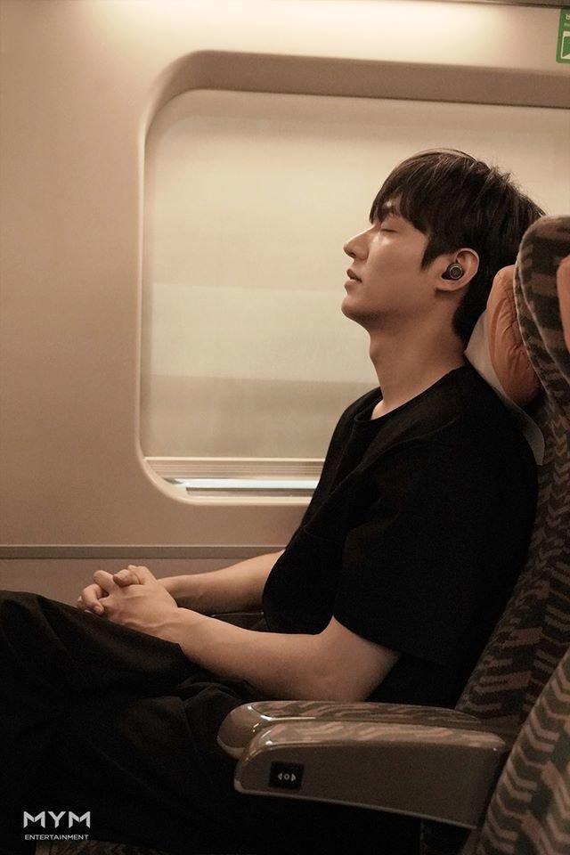 Ảnh Valentine chuẩn mỹ nam, Lee Min Ho khiến dân tình mất máu: Sống mũi thẳng hơn giới tính của tôi!-1