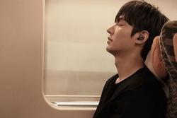 Ảnh Valentine chuẩn mỹ nam, Lee Min Ho khiến dân tình mất máu: 'Sống mũi thẳng hơn giới tính của tôi!'