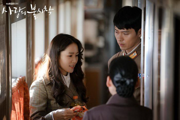 Hé lộ hậu trường tình tứ cặp đôi Hyun Bin - Son Ye Jin trong Hạ cánh nơi anh-4