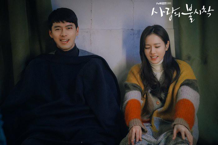 Hé lộ hậu trường tình tứ cặp đôi Hyun Bin - Son Ye Jin trong Hạ cánh nơi anh-5