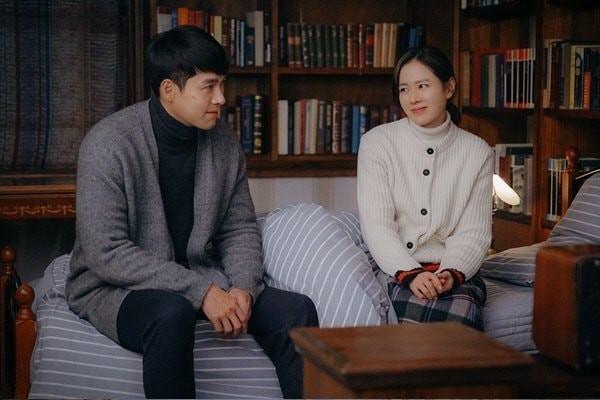 Hé lộ hậu trường tình tứ cặp đôi Hyun Bin - Son Ye Jin trong Hạ cánh nơi anh-10