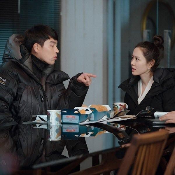 Hé lộ hậu trường tình tứ cặp đôi Hyun Bin - Son Ye Jin trong Hạ cánh nơi anh-12