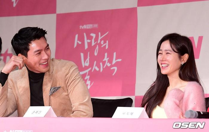 Hé lộ hậu trường tình tứ cặp đôi Hyun Bin - Son Ye Jin trong Hạ cánh nơi anh-14