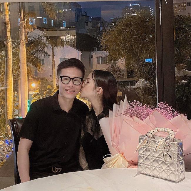 Con gái khoe được tặng quà ngày Valentine, đại gia Minh Nhựa vào thả ngay bình luận khó đỡ-1