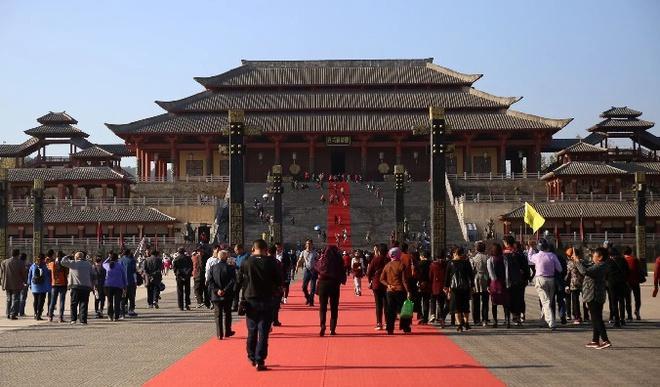 Phim trường lớn nhất Trung Quốc vắng vẻ ngày mở cửa lại-1