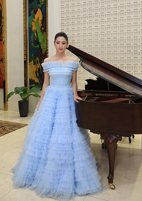 Hơn Hoa hậu Lương Thùy Linh 10 tuổi, Nhã Phương vẫn đẹp lấn át khi đụng hàng-1