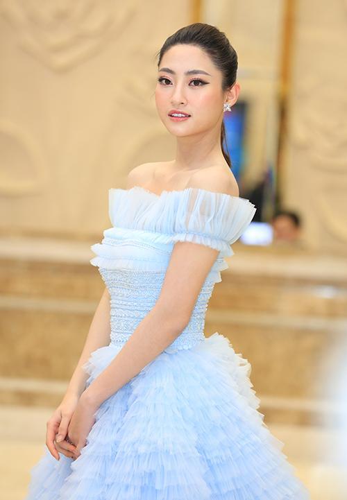 Hơn Hoa hậu Lương Thùy Linh 10 tuổi, Nhã Phương vẫn đẹp lấn át khi đụng hàng-2
