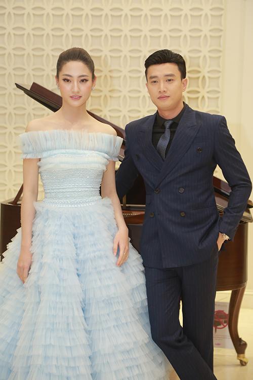 Hơn Hoa hậu Lương Thùy Linh 10 tuổi, Nhã Phương vẫn đẹp lấn át khi đụng hàng-3
