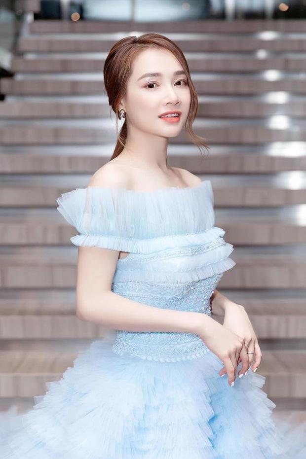 Hơn Hoa hậu Lương Thùy Linh 10 tuổi, Nhã Phương vẫn đẹp lấn át khi đụng hàng-6