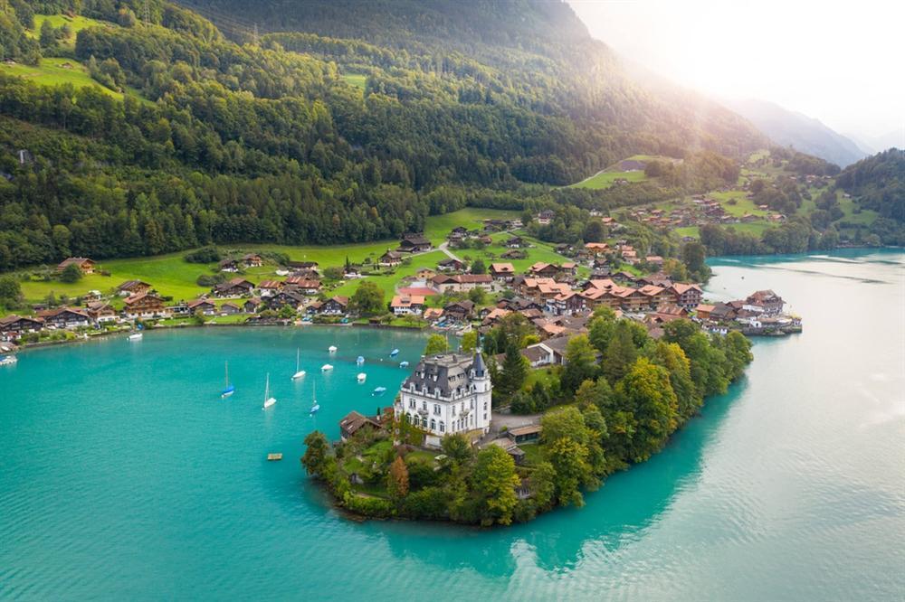 Những cảnh đẹp tại Thuỵ Sĩ xuất hiện trong Hạ cánh nơi anh-4