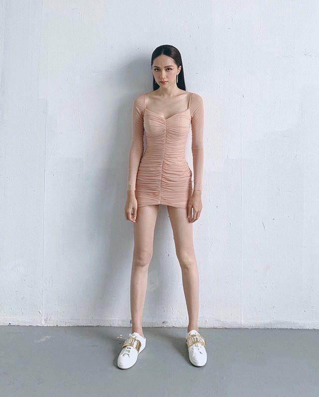 Tiền nhiều để làm gì: Hương Giang có đồ hiệu chất đầy tủ vẫn diện lại jumpsuit hồi 8 năm trước-8