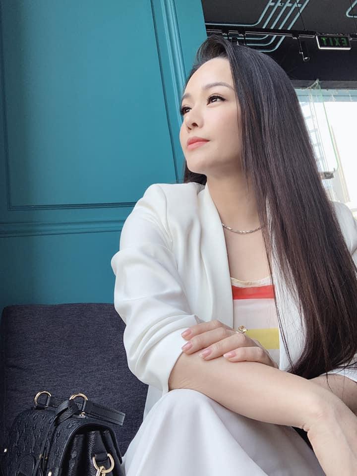 Tiều tụy vì nhập viện cấp cứu, Nhật Kim Anh vẫn gây sốt bởi mặt mộc đẹp không tì vết-7