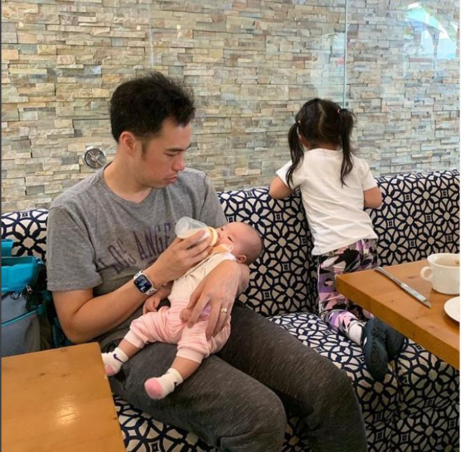 Ngắm con gái nhỏ của Shark Linh nằm ngủ bình yên, ai cũng thừa nhận cô bé sở hữu đặc điểm này giống hệt cả mẹ lẫn bố-5