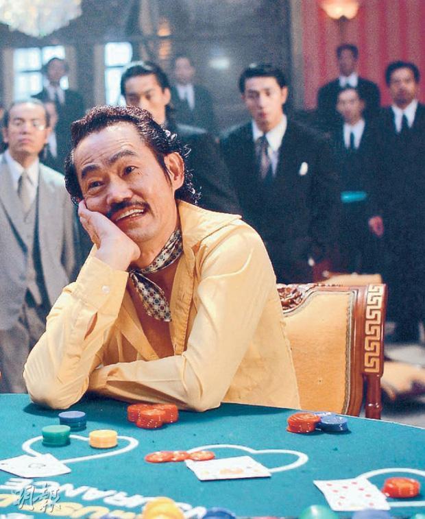 Vai phụ xấu lạ phim Châu Tinh Trì: Cô gái bán hoa răng hô vượt cả vua ăn mày-10