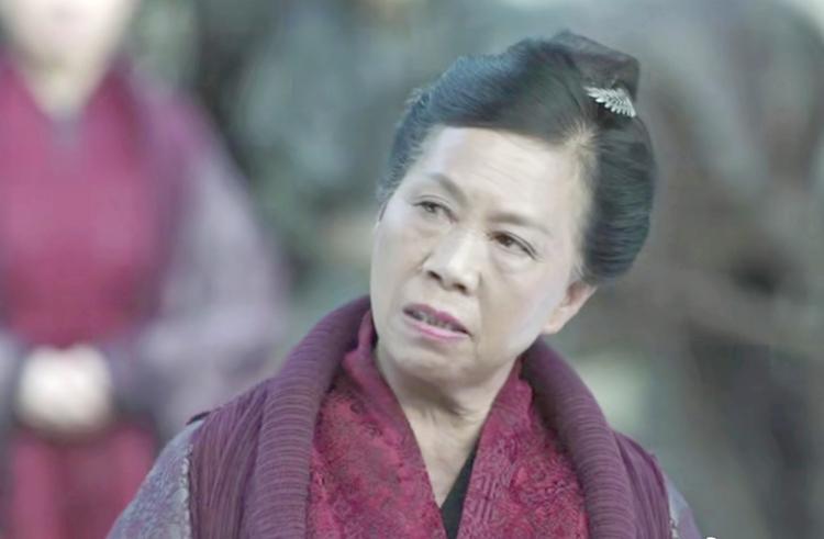 Vai phụ xấu lạ phim Châu Tinh Trì: Cô gái bán hoa răng hô vượt cả vua ăn mày-7
