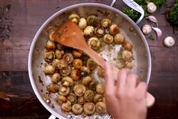 Làm nấm mỡ xào tỏi chỉ với 5 phút