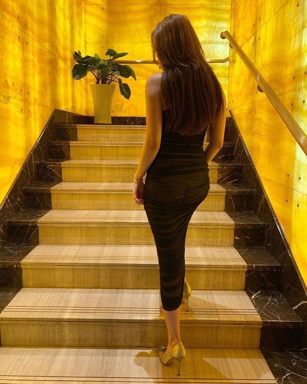 SAO MẶC XẤU: Lệ Quyên mặc đầm rườm rà như rèm cửa - Thúy Vi lộ nội y kém duyên-3
